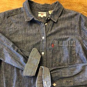 Levis Classic Fit Denim Shirt ✨🤠✨